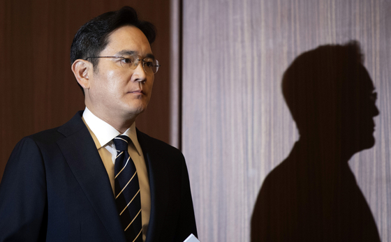 Lee Jae-yong, vice chairman at Samsung Electronics, enters a conference room at the company's office in Seocho-dong, southern Seoul, on May 6, last year. [YONHAP]
