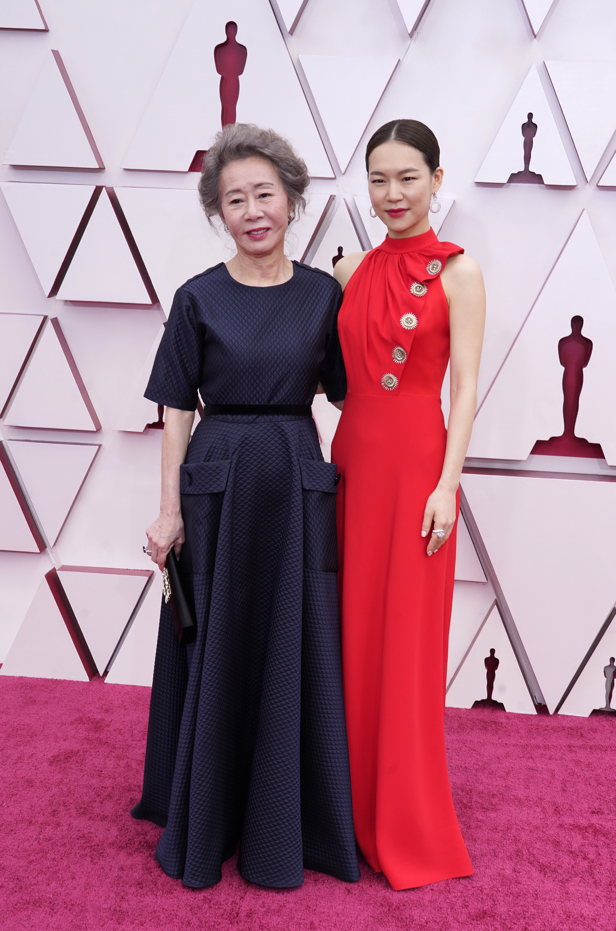 """""""Minari"""" (2020) actors Youn Yuh-jung (left) and Han Ye-ri at the 93rd annual Academy Awards ceremony on Sunday. [AFP/YONHAP]"""