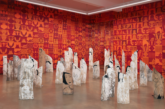 """""""Red Room,"""" by Yun Suk-nam was exhibited at the Hakgojae Gallery in central Seoul earlier this month as part of her exhibition of 14 portraits of female independence fighters of Korea. The exhibition was also showcased at Art Basel's OVR: Pioneers program. [HAKGOJAE GALLERY]"""