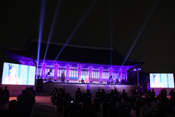 The opening ceremony was held Friday evening at the Gyeongbok Palace in central Seoul to kick off the 7th Royal Culture Festival. The festival runs until May 9. [CULTURAL HERITAGE ADMINISTRATION]
