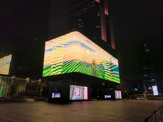 """David Hockney's new animated work """"Remember That You Cannot Look at the Sun or Death for Very Long"""" on the COEX K-pop Square Media display in southern Seoul. [MOON SO-YOUNG]"""