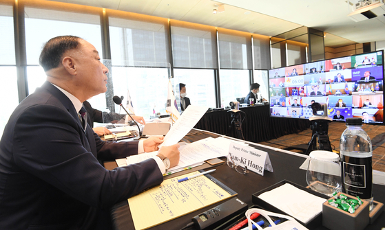 Korean Finance MInister Hong Nam-ki attends the Asean+3 meeting via video in Seoul on Monday. [MINISTRY OF ECONOMY AND FINANCE]