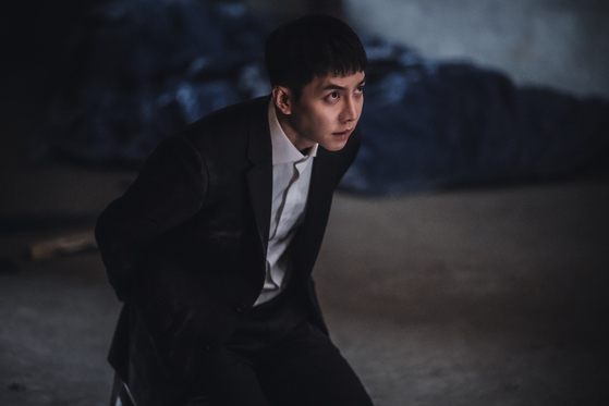 """Lee Seung-gi portrays a psychopathic police officer in tvN series """"Mouse."""" [TVN]"""