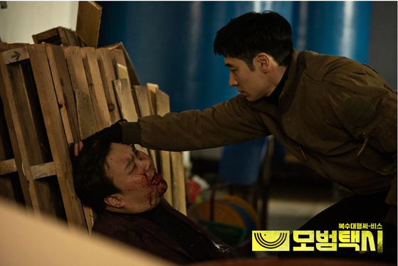"""Lee Je-hoon as the taxi driver who carries out acts of revenge on behalf of his clients in SBS's """"Taxi Driver."""" [SBS]"""