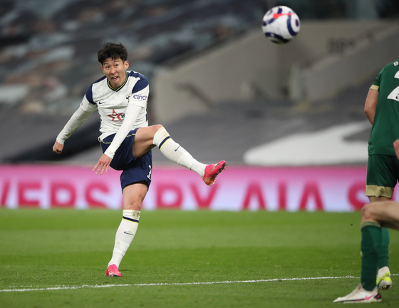 Tottenham's Son Heung-min scores the fourth goal during the Premier League match between Tottenham Hotspur and Sheffield United at Tottenham Hotspur Stadium in London on Sunday. [EPA/YONHAP]