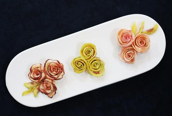 Kim's 'kot-tteok,' or flower tteok. [PARK SANG-MOON]