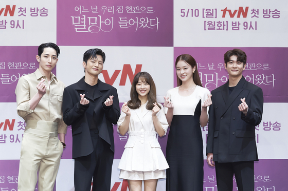 """Actors Lee Soo-hyuk, Seo In-guk, Park Bo-young, Shin Do-hyun and Kang Tae-oh pose for the camera for an online press event to promote their upcoming tvN drama series """"Doom at Your Service,"""" set to begin airing from Monday. [TVN]"""