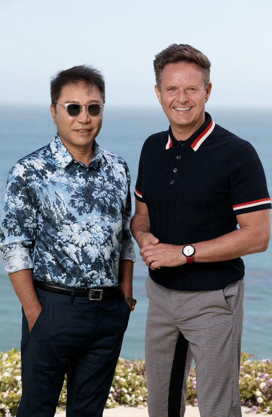 Lee Soo-man, founder of SM Entertainment, left, and MGM Television chairman Mark Burnett [SM ENTERTAINMENT]