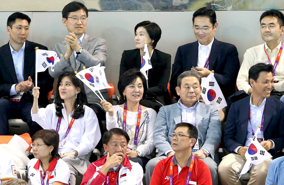 The family of deceased Samsung Electronics Chairman Lee Kun-hee watch a swimming match at the 2012 Summer Olympics in London. [JOINT PRESS CORPS]