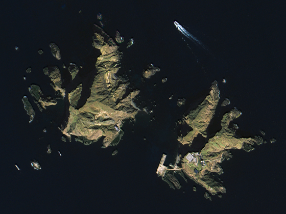 Image of the Dokdo islets captured by Compact Advanced Satellite 500, a next-generation medium-sized satellite developed by Korea Aerospace Research Institute. Korea's Ministry of Land, Infrastructure and Transport unveiled the video recordings and images sent from the satellite, wholly developed with indigenous technologies, last week to use it for managing land and coping with natural disasters. [MINISTRY OF LAND, INFRASTRUCTURE AND TRANSPORT]