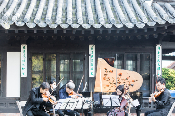 The annual Seoul Spring Festival of Chamber Music is held at various venues including late President Yun Bo-seon's hanok (traditional Korean-style house) residence in central Seoul. [SSF]