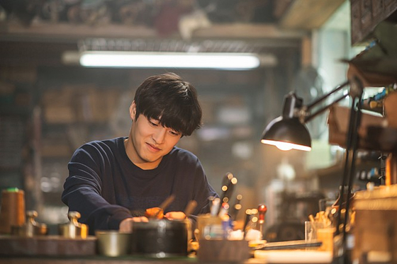"""A scene from the film """"Waiting for Rain"""" with actor Kang Ha-neul [KIDARI ENT]"""