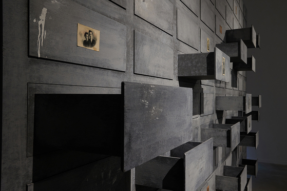 The ″Drawer of Memories″ (2021) by Zhang Xiaogang is on display at the Podo Museum for the exhibition ″The World We Made″ to show how memories pile up in our minds as if we're storing them in a drawer, eventually leading to the accumulation of history. [PODO MUSEUM]