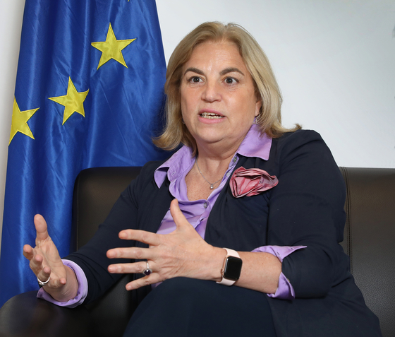 Maria Castillo-Fernandez, ambassador of the European Union (EU) to Korea, speaks with the Korea JoongAng Daily last week at the office of the EU delegation in Seoul. [PARK SANG-MOON]