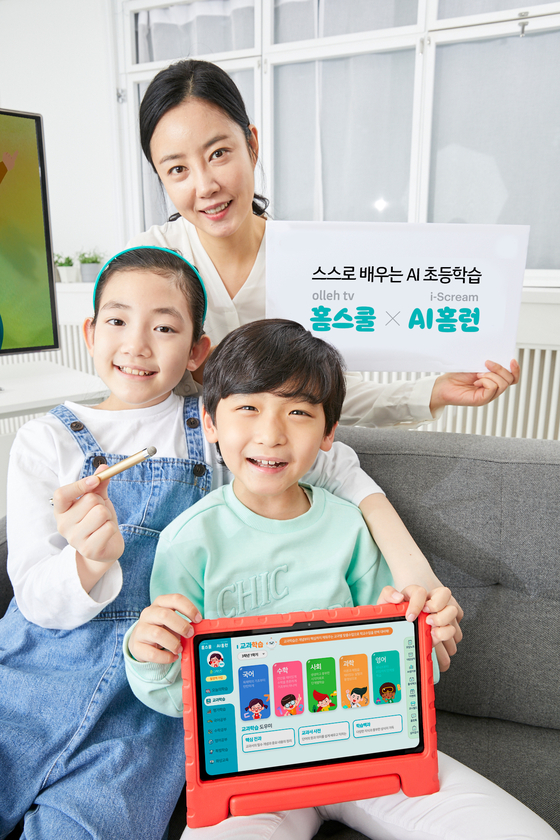 Models introduce Olleh TV's Homeschool service, an elementary school student-only service jointly developed by KT and I Scream Edu, on Tuesday. [YONHAP]