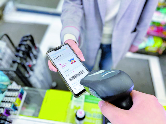 A customer makes a payment via paycoin at a convenience store in Seoul. [DANAL FINTECH]