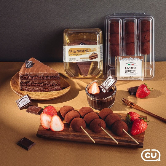 Desserts sold at CU. The convenience store offers chocolate ganache cakes, tiramisu flavored mochi and more. [BGF RETAIL]