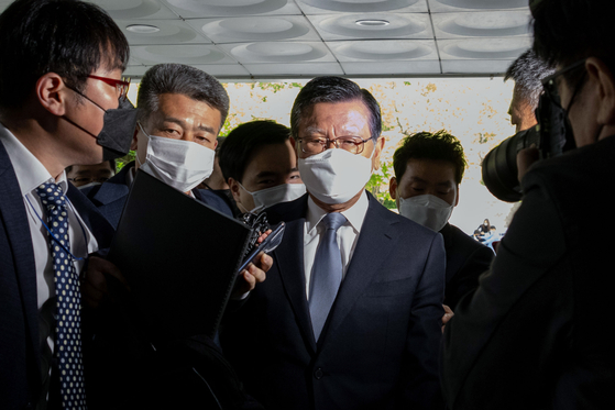 Park Sam-koo, a former chairman of Kumho Asiana Group, before he attends an arrest warrant hearing at the Seoul Central District Court on Wednesday [NEWS1]