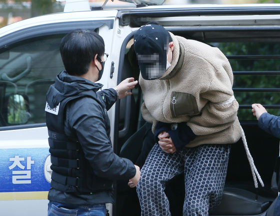 The 27-year-old man accused of killing his sister arrives for his arrest warrant hearing at the Incheon District Court on May 2. [YONHAP]