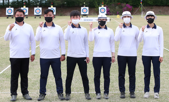 The Korean national archery squad, from left to right, Oh Jin-hyek, Kim Woo-jin, Kim Je-deok, Kang Chae-young, Jang Min-hee and An san, will be looking for gold in Tokyo. [YONHAP]