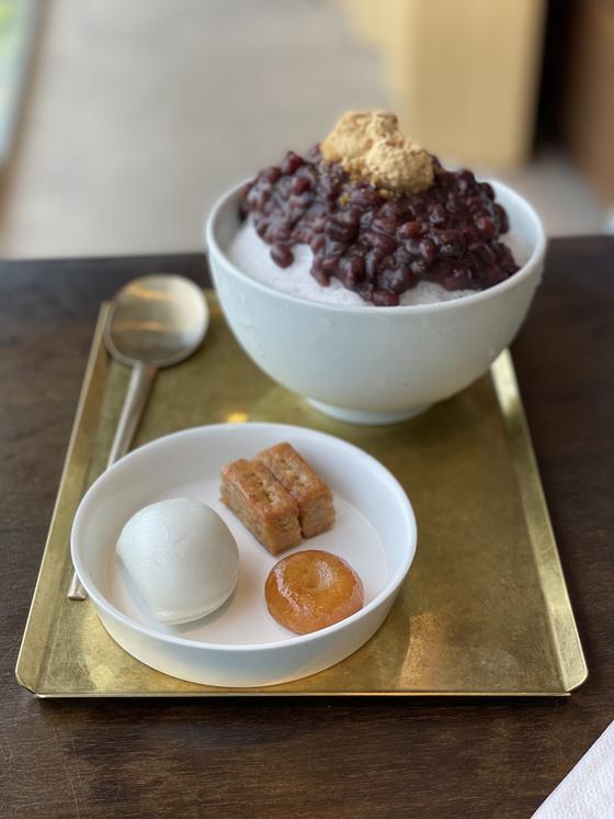 Small bites and yuja bingsu served at Haap in central Seoul's Jongno District [LEE SUN-MIN]