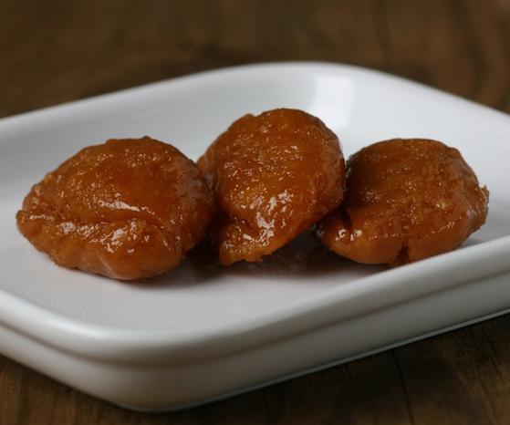 Mandugwa, a fried dessert shaped like mandu or dumpling, is filled with date paste [HOWONDANG]