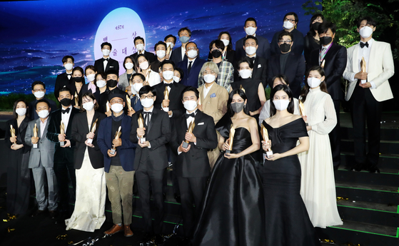 Recipients of the 57th Baeksang Arts Awards pose for a photo with their trophies on Thursday night at Kintex in Goyang, Gyeonggi. [JOONGANG ILBO]
