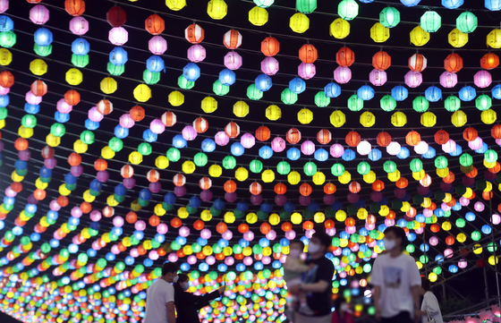 About 50,000 colorful lanterns are lit at Samgwang Temple in Busan on Saturday night to celebrate Buddha's birthday, which falls on May 19 this year. [YONHAP]