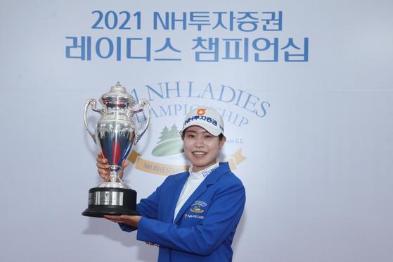 Park Min-ji holds her second KLPGA trophy this season, winning the 2021 NH Investment & Securities Ladies Championship on Sunday. [KLPGA]