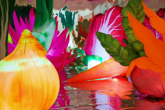 ″Land,″ an installation artwork by Choi Jeong-hwa displayed at Piknic. [PIKNIC]