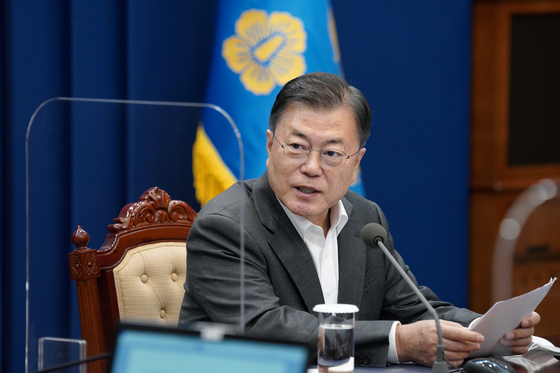 President Moon Jae-in on Monday speaks at a senior secretariat meeting at the Blue House.  [YONHAP]
