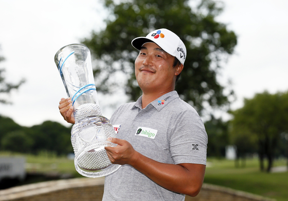 Lee Kyoung-hoon holds the Champions Trophy after winning the AT&T Byron Nelson golf tournament in McKinney, Texas on Sunday. [AP]