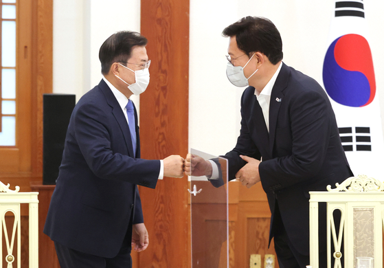 President Moon Jae-in, left, greets Democratic Party Chairman Song Young-gil at the Blue House on Friday.  [YONHAP]