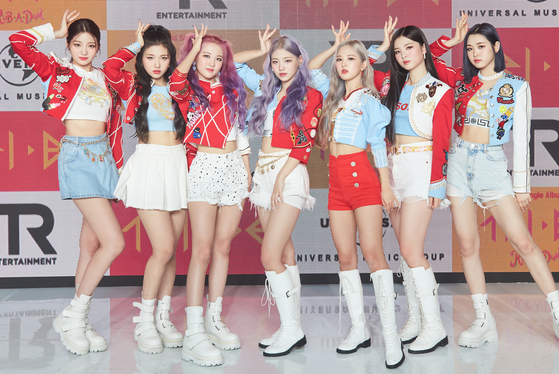"""Girl group TRI.BE poses during Tuesday's online showcase for its second EP """"Conmigo,"""" which dropped on the same day. It performed its lead track """"Rub-A-Dum"""" and demonstrated highlights from its choreography. The group said it aspires to show fans something """"refreshing and spicy"""" this summer. [TR ENTERTAINMENT, MELLOW ENTERTAINMENT]"""