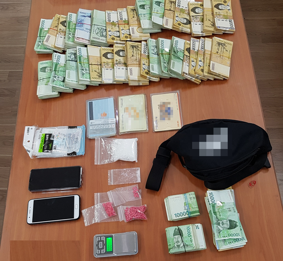 Illegal drugs and money made from illegal sale of drugs in Korea confiscated by the police in Incheon. [INCHEON METROPOLITAN POLICE]