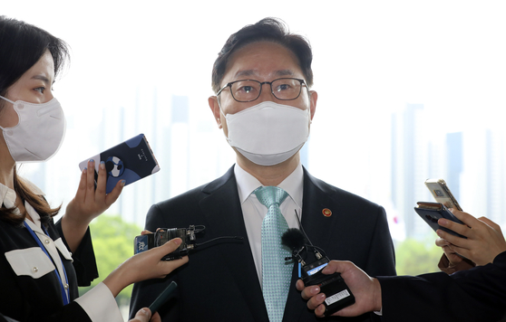 Justice Minister Park Beom-kye answers reporters' questions on Monday before entering the ministry building in Gwacheon, Gyeonggi. [YONHAP]