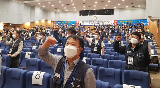 Labor union at Hyundai Motor holds meeting at Ulsan factory on May 12. [YONHAP]