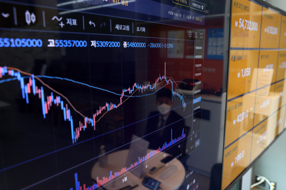 Bitcoin prices are displayed on a digital screen operated by the Bithumb cryptocurrency exchange, on Tuesday. [YONHAP]