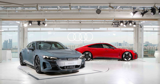 Audi Korea premiered two pure electric models — the e-tron GT, left, and the RS e-tron GT — in Seoul on Thursday, ahead of their domestic launches scheduled for the fourth quarter of this year. The e-tron GT can drive 488 kilometers (303 miles) per charge based on WLTP standards, and the RS e-tron GT can drive 472 kilometers on a single charge. [AUDI KOREA]