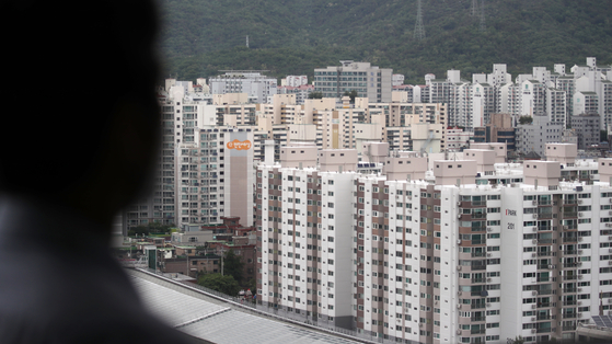 A view of apartments in Nowon District, northern Seoul, on Thursday. Prices of Seoul apartments rose 0.1 percent in the third week of May compared to the previous week, the sharpest rate of increase since the beginning of February, according to the Korea Appraisal Board. Apartment prices in Nowon District were up 0.21 percent, the steepest increase among all districts in Seoul for six consecutive weeks. [YONHAP]