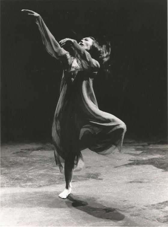 """안무가 안신희 """"지구의 열"""" (1983), 올해를 위해 재창조됩니다 """"모다 프 박물관."""" [CHOE YOUNG-MO]"""