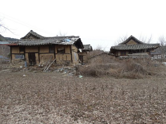 Hwasuheon before renovation, neglected for two decades. [MUNGYEONG CITY]