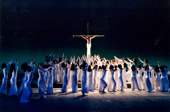 """Korea's legendary modern dance choreographer Yook Wan-soon's """"Superstar Jesus Christ"""" is based on Andrew Lloyd Webber's rock musical """"Jesus Christ Superstar."""" Yook created the dance piece in 1973, two years after the musical's Broadway premiere. [KIM CHAN-BOK]"""