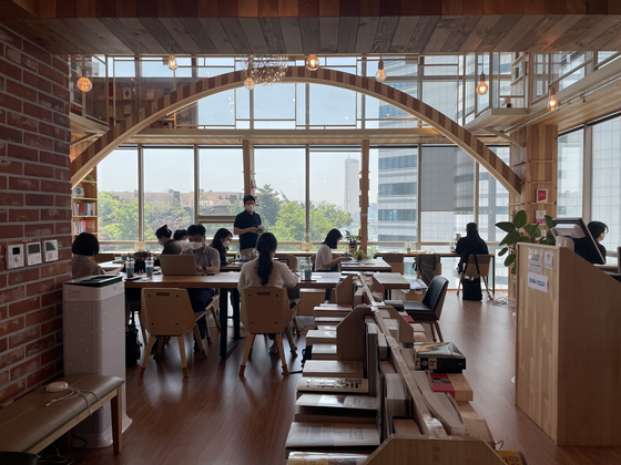 Bookstore Check_grow in Mapo District, northwestern Seoul [LEE SUN-MIN]