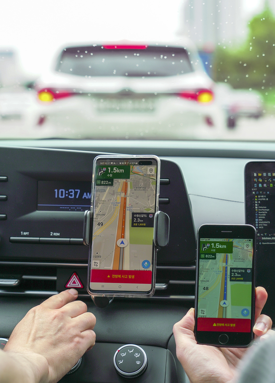 SK Telecom navigation app T map delivers a notification about a car accident on a nearby road. The accident detection notification service, developed by SK Telecom and Korea Expressway Corporation, is available via T map starting Monday. [YONHAP]