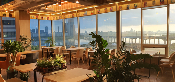 The view of the Han river from bookstore Check_grow in Mapo District, northwestern Seoul [CHECK_GROW]