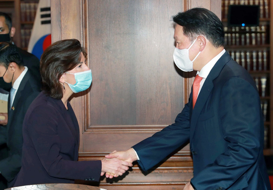 SK Group Chairman and KCCI Chairman Chey Tae-won is greeted by U.S. Commerce Secretary Gina Raimondo during a meeting in Washington on Friday. [KOREA CHAMBER OF COMMERCE AND INDUSTRY]