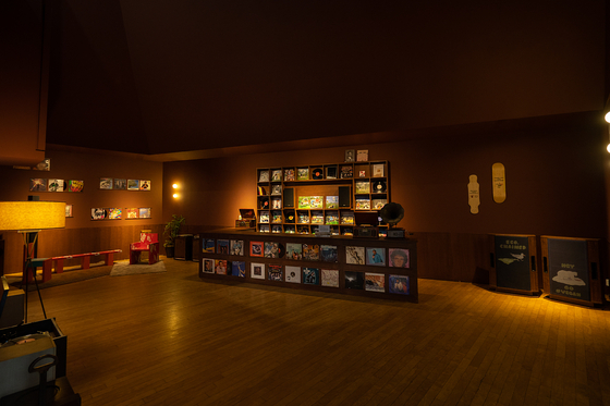 """""""Wonderful Wood"""" and """"Painted Paper"""" sections display vintage wooden gramophones, paper LP covers and cardboard boxes turned into furniture. [DAELIM MUSEUM]"""