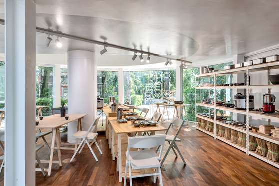 """Another main part of the pavilion is a kitchen by curator Lee Hye-won titled """"Future School Lunchcare for Climate,"""" which introduces Korea's eco-friendly school lunch programs. [ARTS COUNCIL KOREA]"""