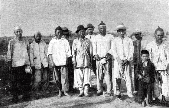 Korean workers on the railroad construction somewhere on the Russian-Manchurian border. [HUNGARIAN EMBASSY]